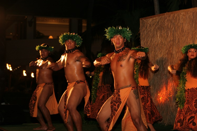 What to Expect at a Luau on Maui